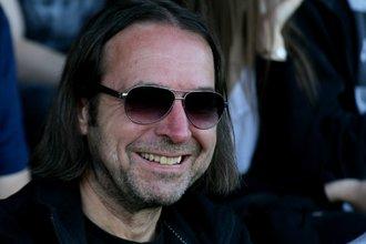 Hans Plhak lächelt.... noch....